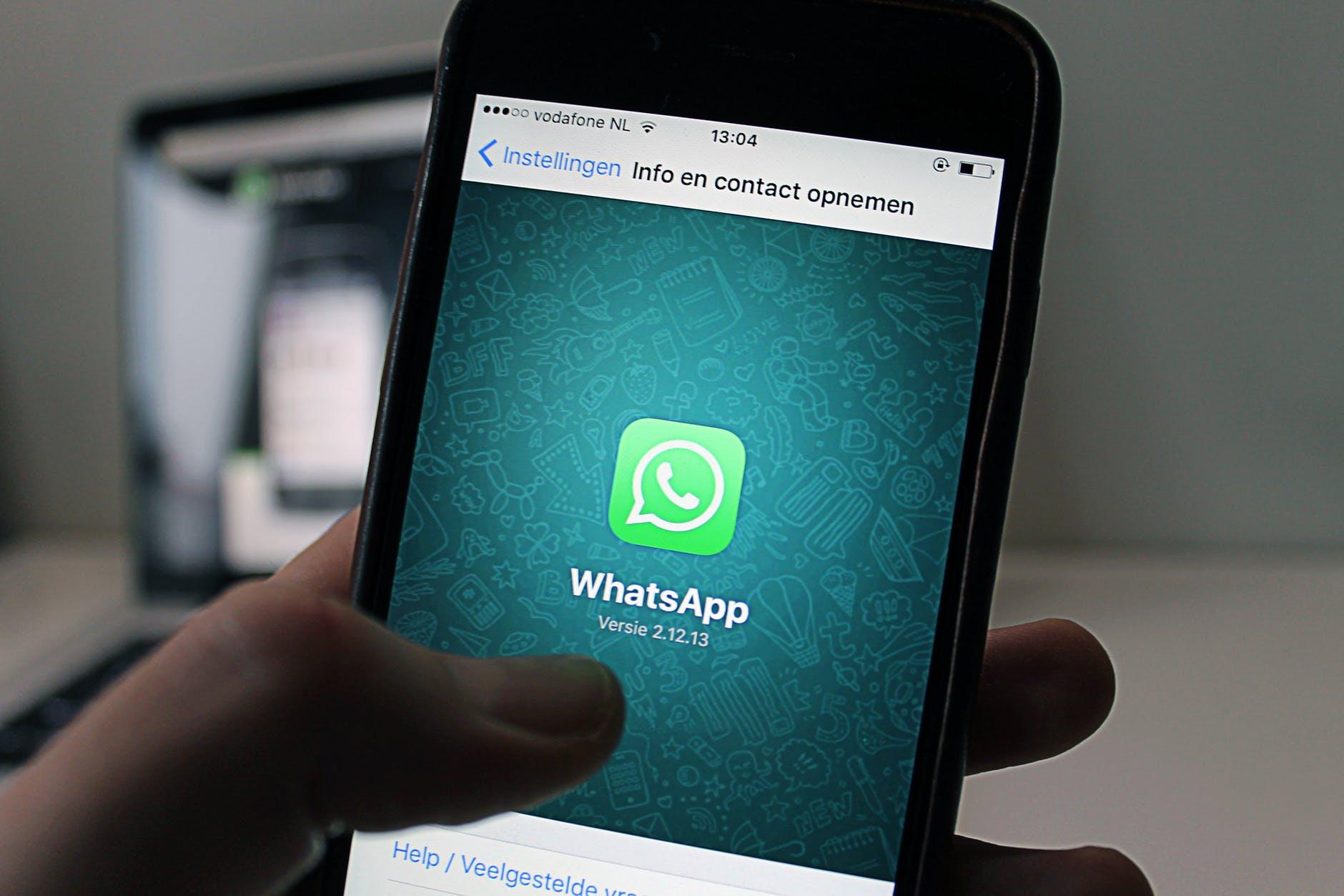 Quer falar com a gente? Chama no WhatsApp!